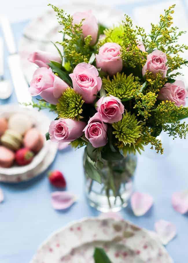 Setting a romantic table | Hello Glow