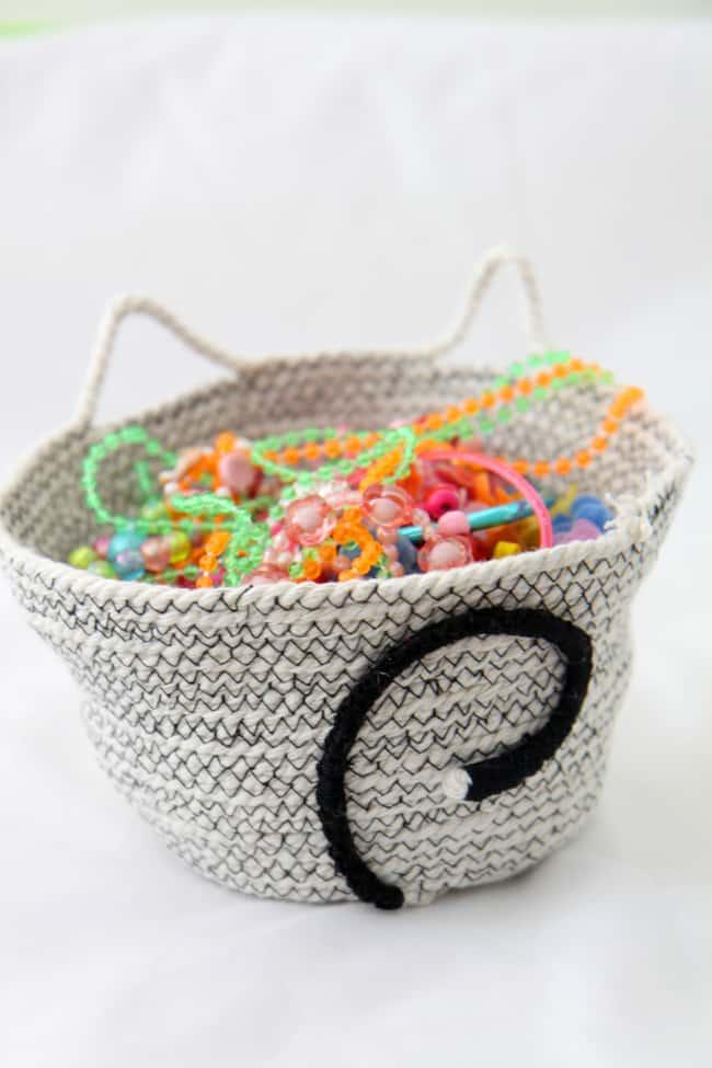 Cat DIY Rope Basket   HelloGlow.co