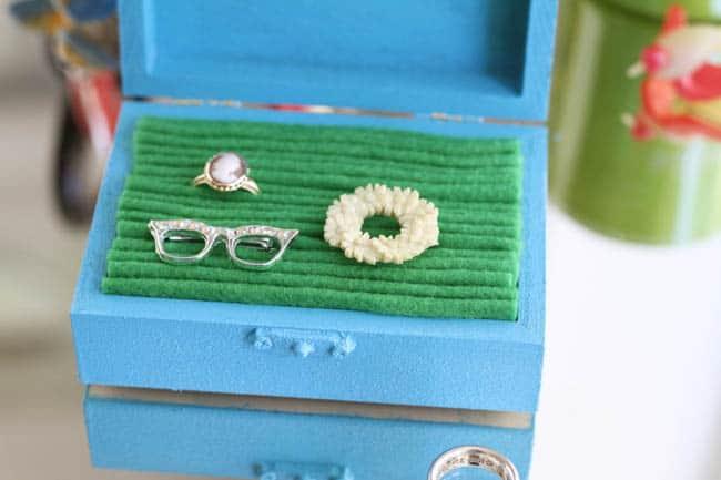 DIY Felt-Lined Jewelry Box