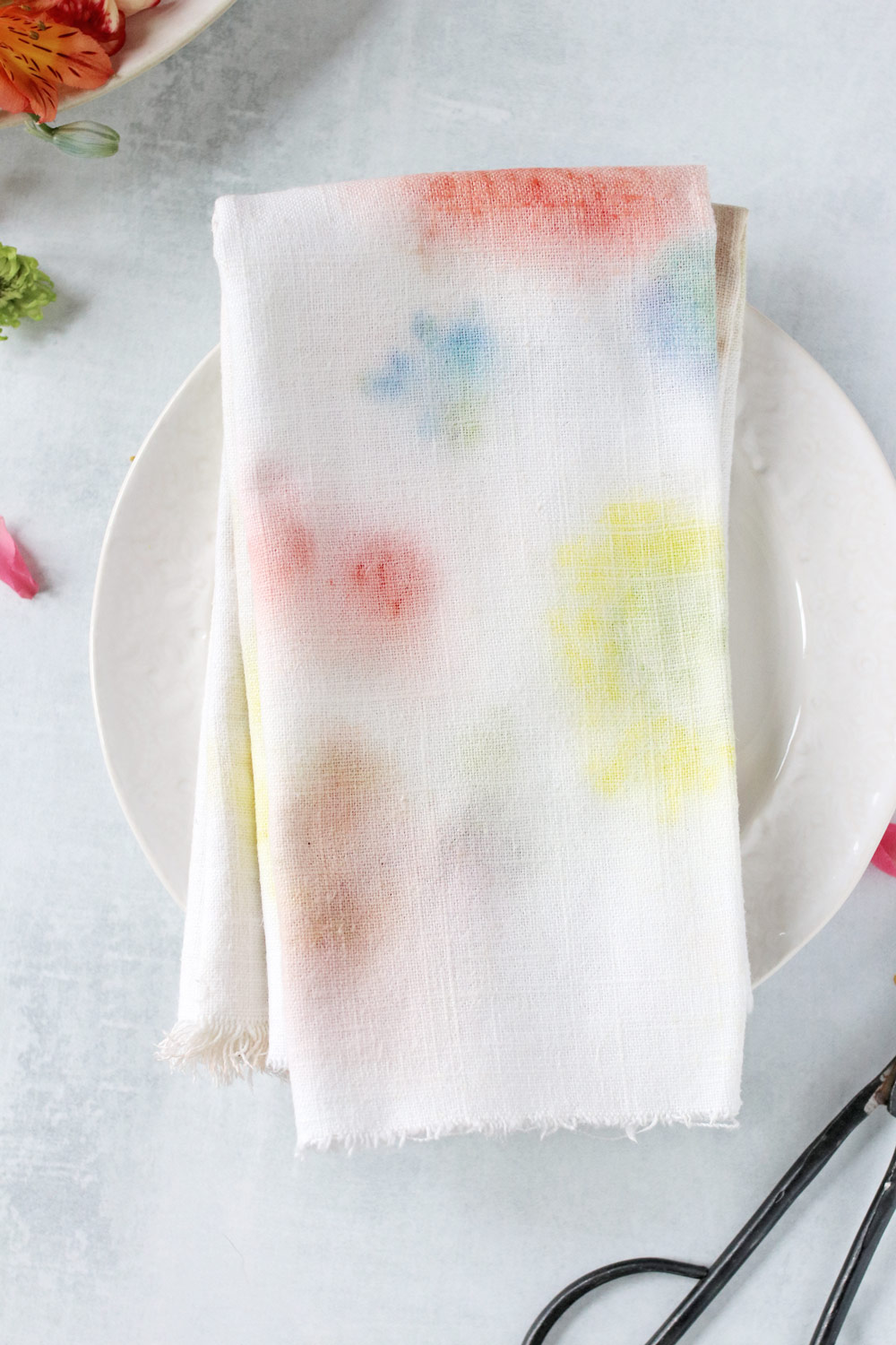 DIY Watercolor Napkins with Flower Dyeing