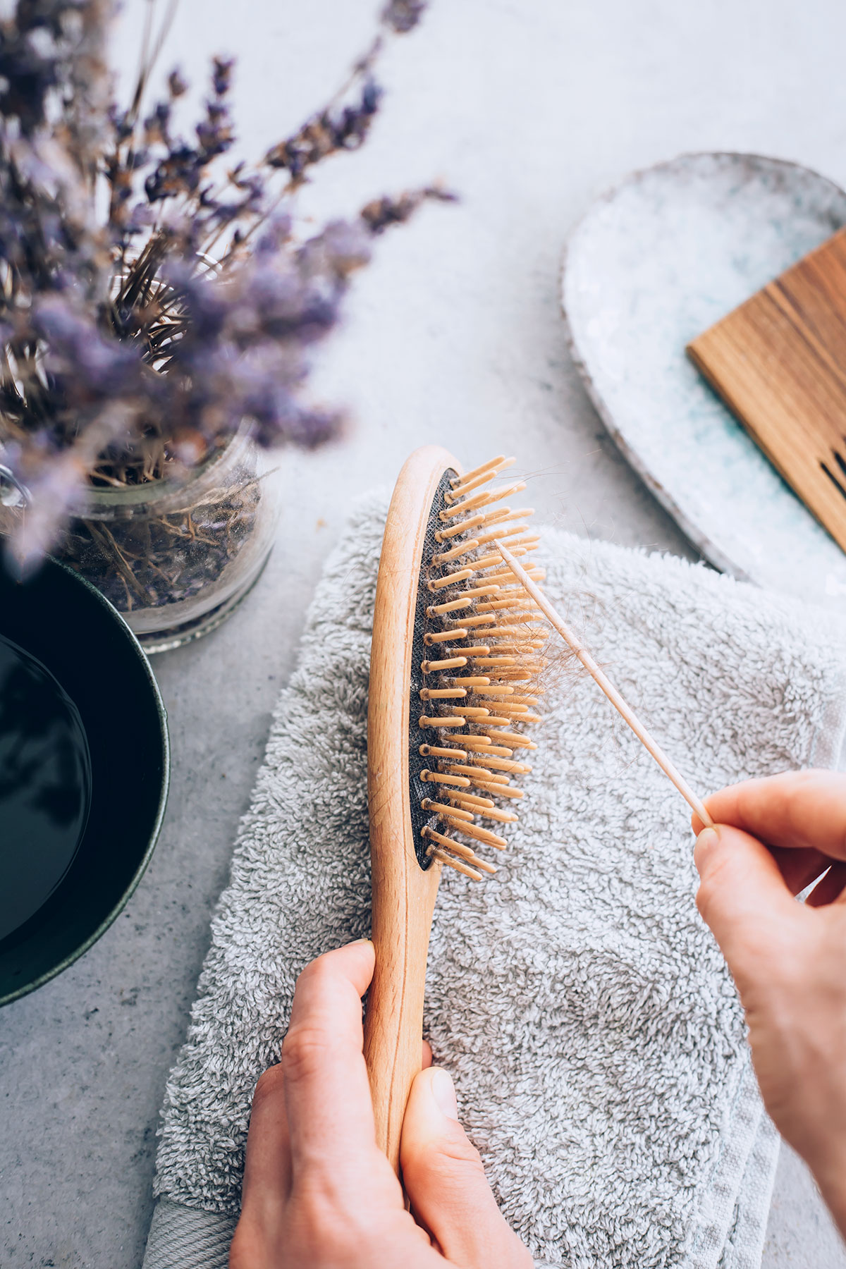 How to clean a hairbrush
