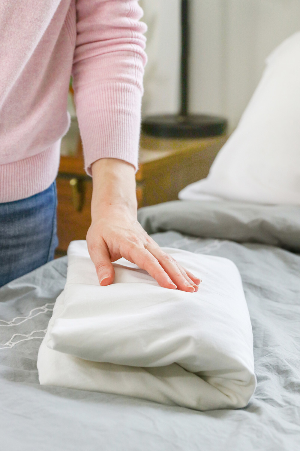 How To Fold A Fitted Sheet (Video Tutorial)