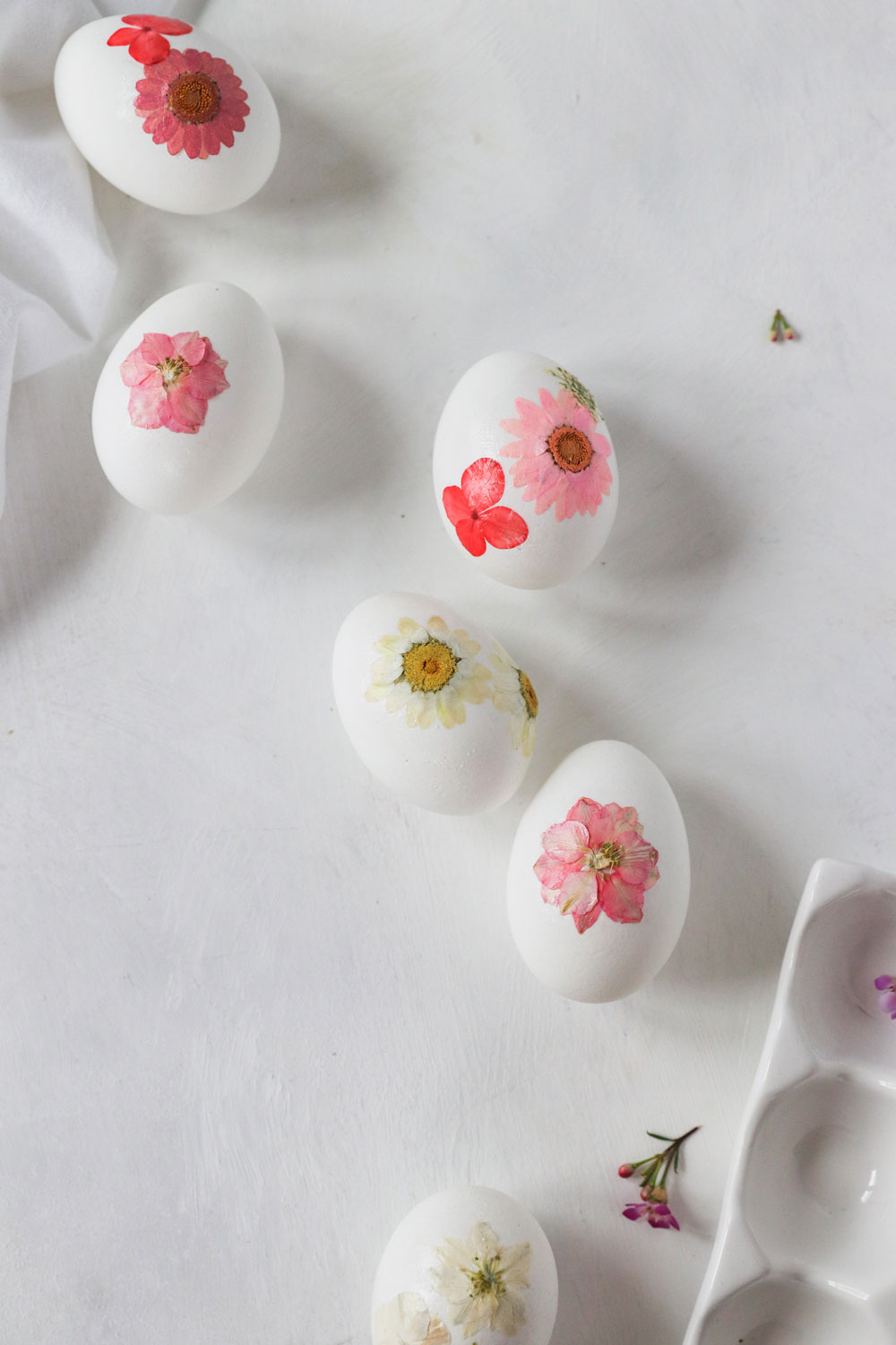 Pressed Flower DIY Easter Eggs