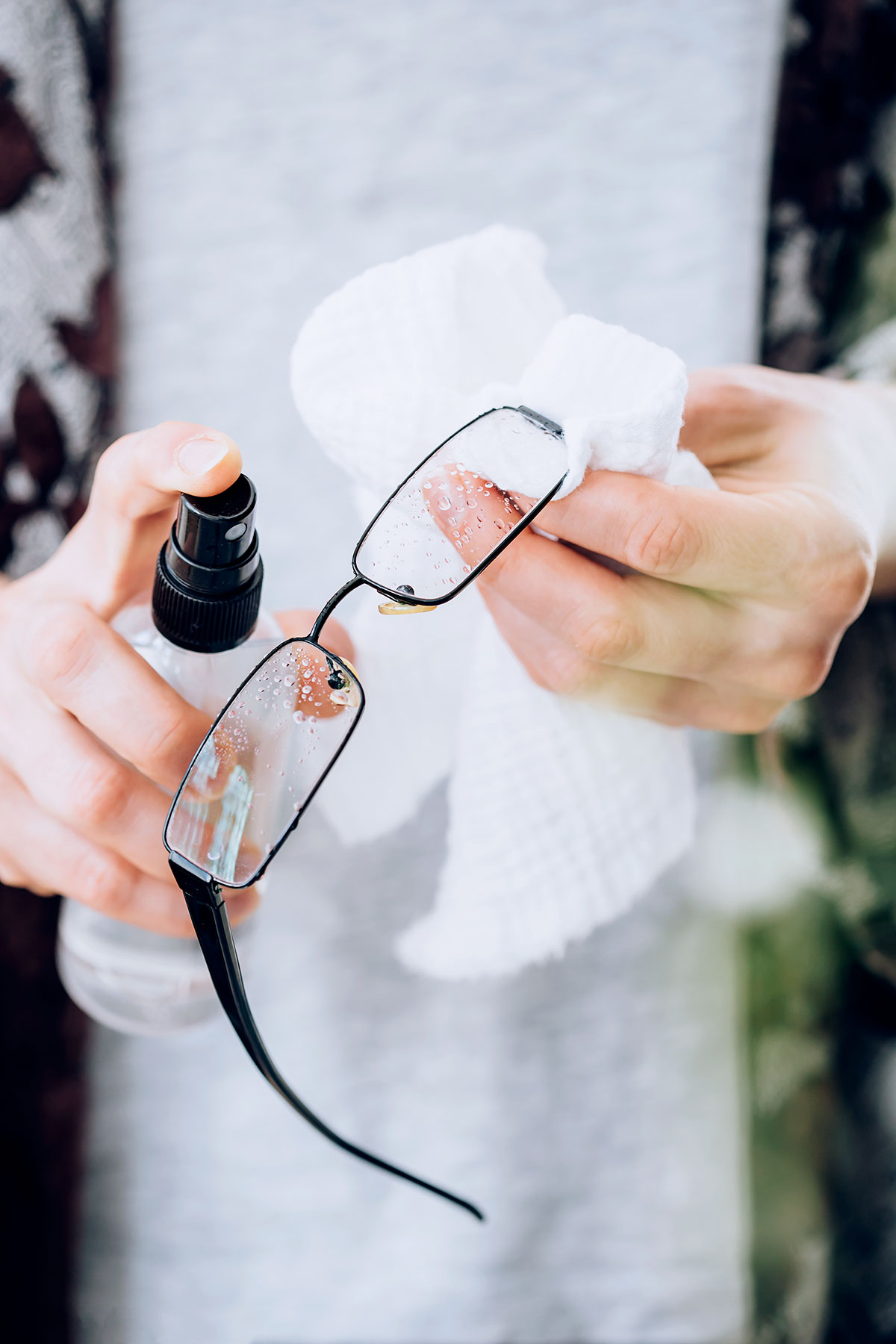 Homemade Eyeglass Cleaner >> How To Make Your Own Eyeglass Cleaner Hello Nest