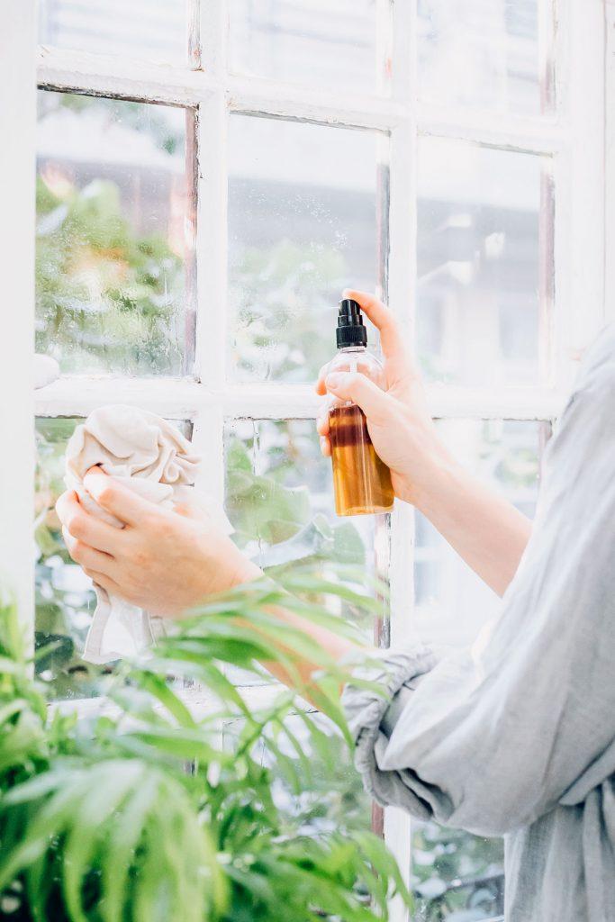 1-ingredient homemade window cleaner