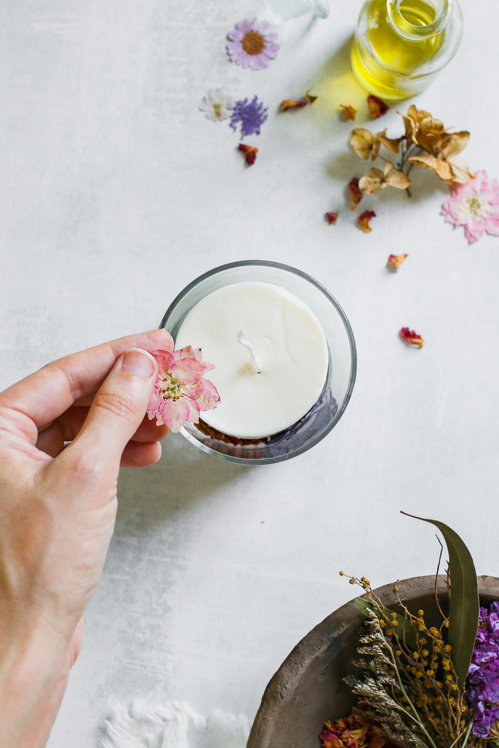 How to make pressed botanical candles