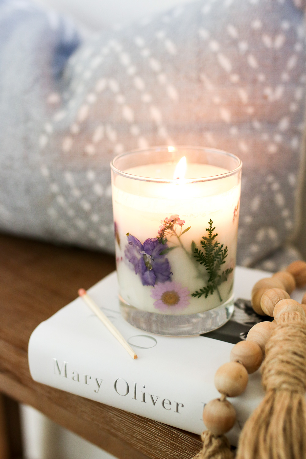 These gorgeous and gift-able dried flower candles bring a little of the outdoors in and will help tide you over during the cooler months ahead.